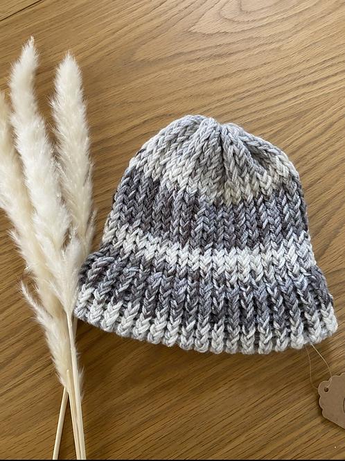 כובע צמר בגווני אפור