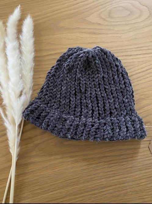 כובע צמר אפור קטיפתי
