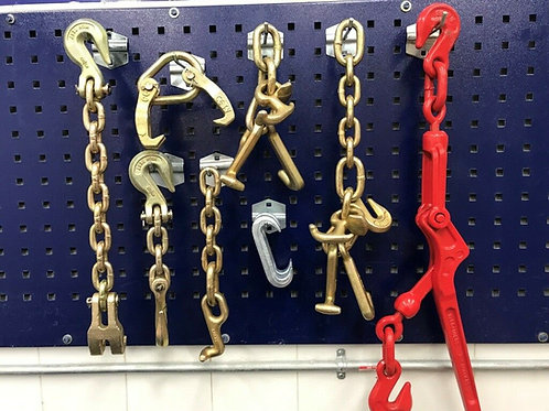 8 PIECE TOOLS AND CHAINS WITH TOW TRUCK WRECKER TOWING TOOLS
