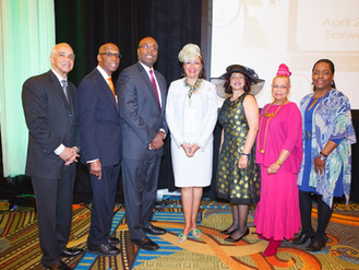 Volunteer Service Group Honors Founder of Art Consulting Firm
