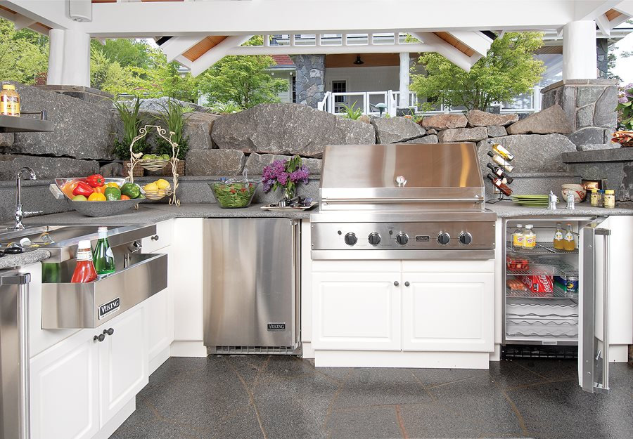 high-end-outdoor-kitchen-lake-street-des