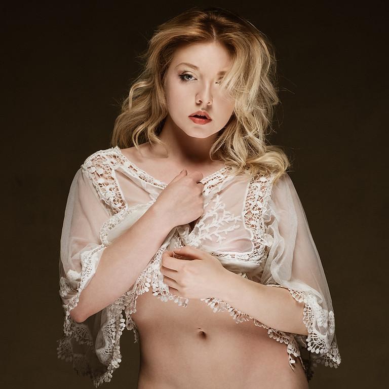 Hollywood Glamour with Nicole Rayner