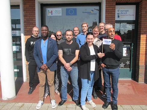 photo groupe devant Maison Europe coachi