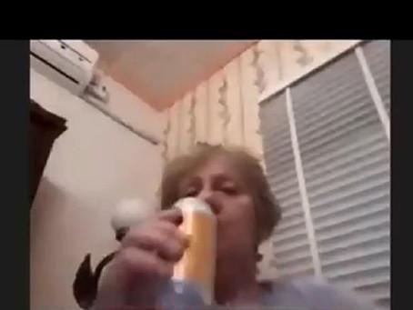 Vereadora de cidade catarinense é flagrada bebendo durante sessão online