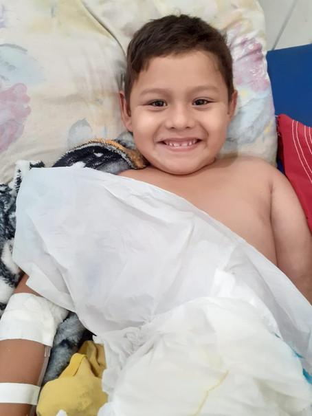 Criança morre após receber 4 anestesias para enfaixar braço quebrado