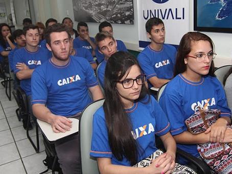 Caixa abre 7,7 mil vagas para contratar funcionários e colaboradores