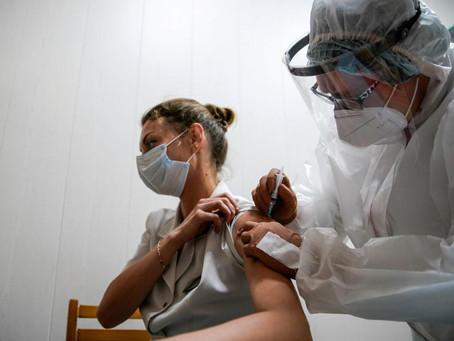 Rússia recomenda 42 dias sem bebida alcoólica e reclusão após vacina contra Covid