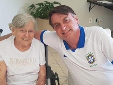 Mãe de Bolsonaro foi vacinada contra a covid