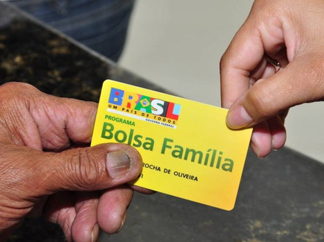 Governo discute dar aumento no Bolsa Família para quem conseguir emprego