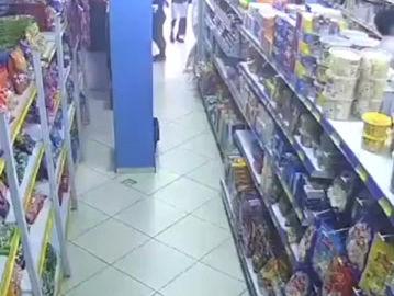 VÍDEO: Homem furta produtos de mercado em Caicó e sai sem ser notado