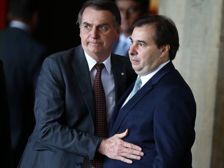 Líder do PT diz em reunião que Maia garantiu abrir impeachment