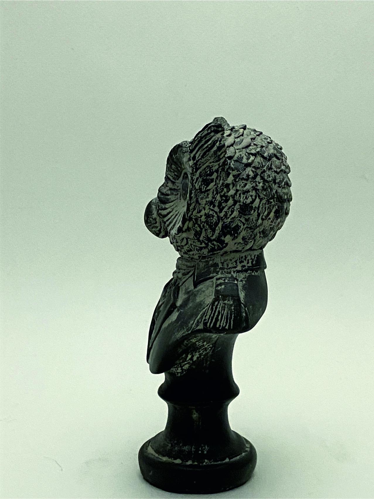 8777_busto buho perfil