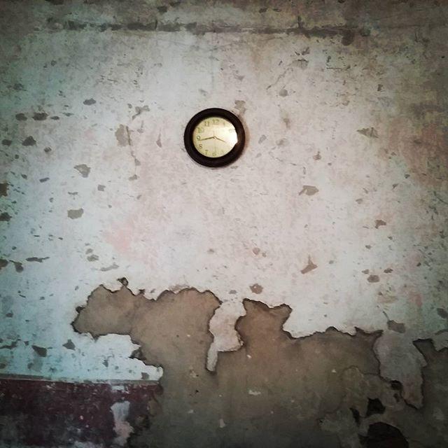 #elatelierarca #decapado #vintagestyle #clock #wall