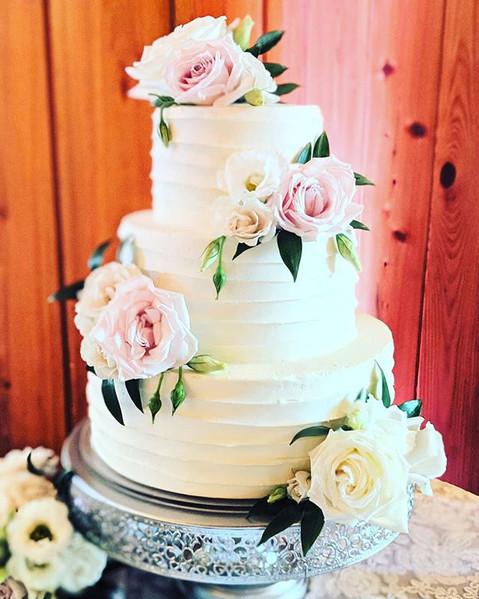 Buttercream Wedding Cake Fresh Flowers__