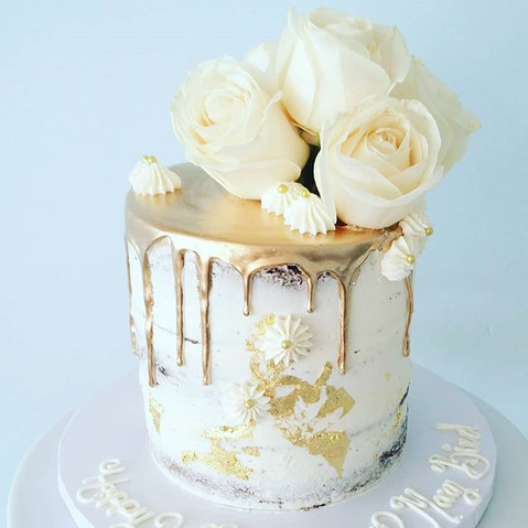 Naked Cake with Gold White Chocolate Gan