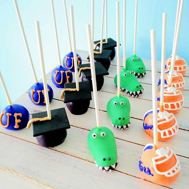 Congratulations to all the graduates of 2018!! Wishing you a happy and blessed future! #cakepops #UF