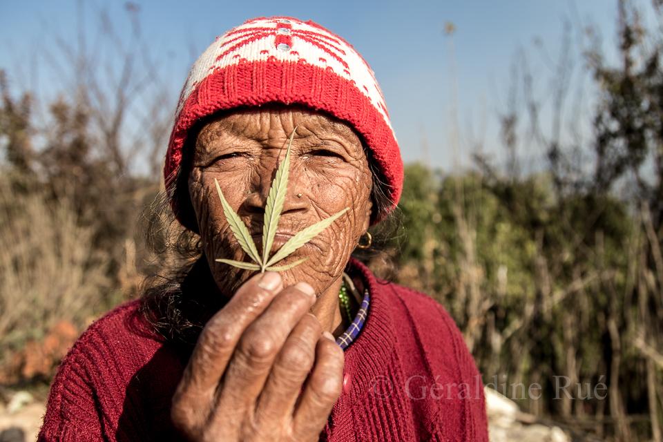 Vielle femme Népal © Géraldine Rué