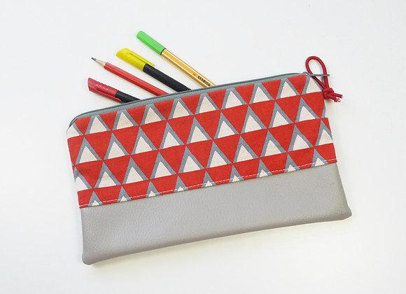 Trousse triangle rouge et gris