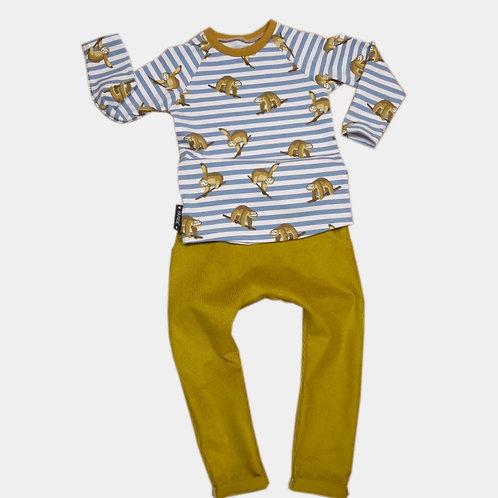 Pull paresseux et pantalon ocre (2 à 3 ans)