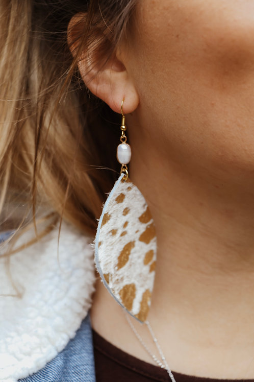 Cream and Gold with Pearl Connector Earrings