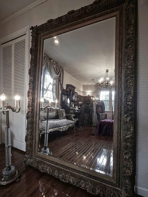 元シャトーに設置されていた、19世紀、特大の金彩ミラー