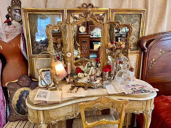 ルイ15世様式稀少なロココドレッシングテーブル