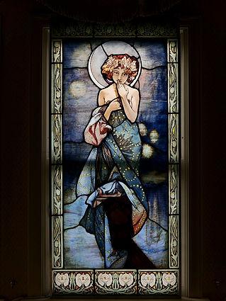 ミュシャ「ザ・ムーン」を忠実に再現されたステンドグラス