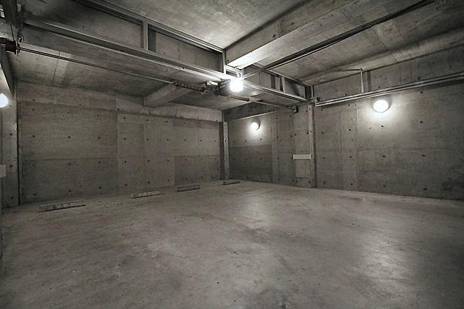 撮影・駐車可能 25畳コンクリートスペース