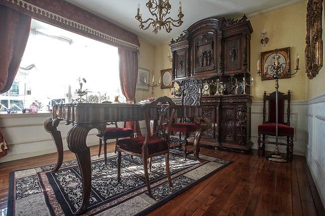 元貴族邸所蔵のバロックダイニング家具