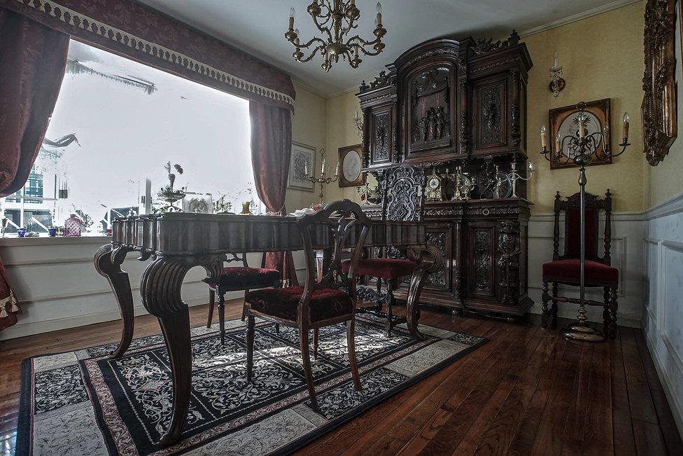 希少なアンティーク家具を取り揃えた、極上の撮影空間
