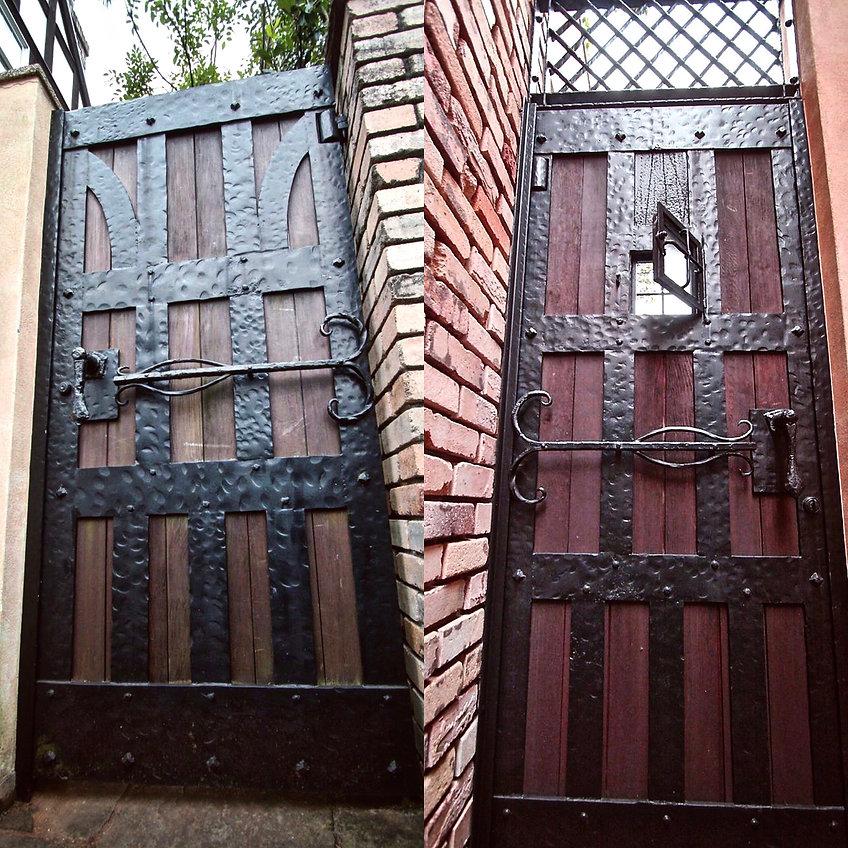 覗き窓の付いた大変な重さのある鉄扉