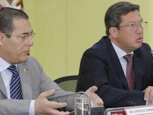 Presidente acepta la renuncia de los ministros César Navas y Patricio Zambrano
