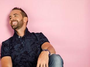 'Escándalo', el despertar musical del cantante colombiano Lucas Arnau