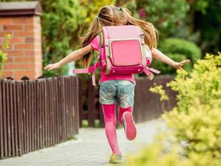 """""""Los niños no deben sobrecargar su espalda con el peso de la mochila"""""""