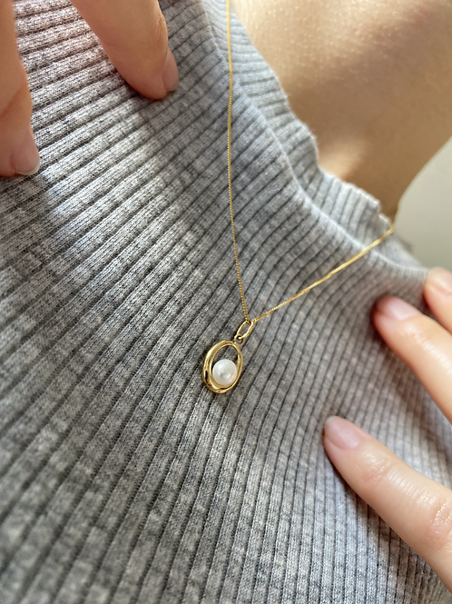 Cultured Freshwater Pearl Halo Pendant  9ct Yellow Gold Pendant & Chain
