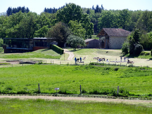 Vue du parc et du bâtiment d'accueil