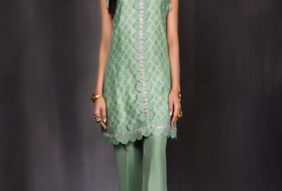 Green Outfit - Saira Shakira