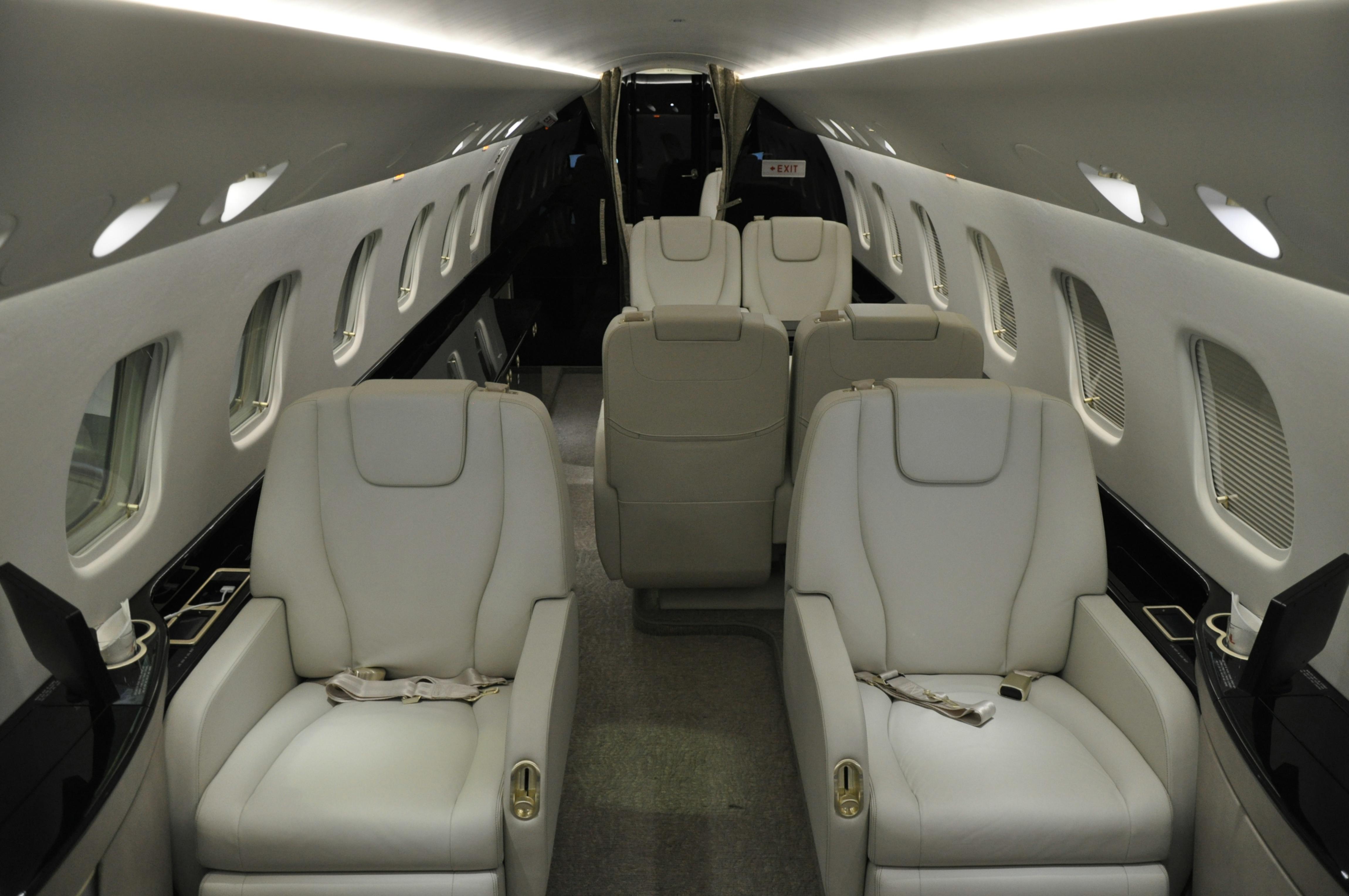 Embraer 650 - Interior