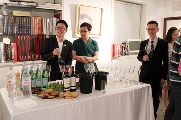 Shanghai: Wine Party at Nade Gallery with Amalart's artworks