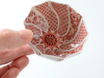 種田真紀作品 赤絵細描小紋捻り型盃