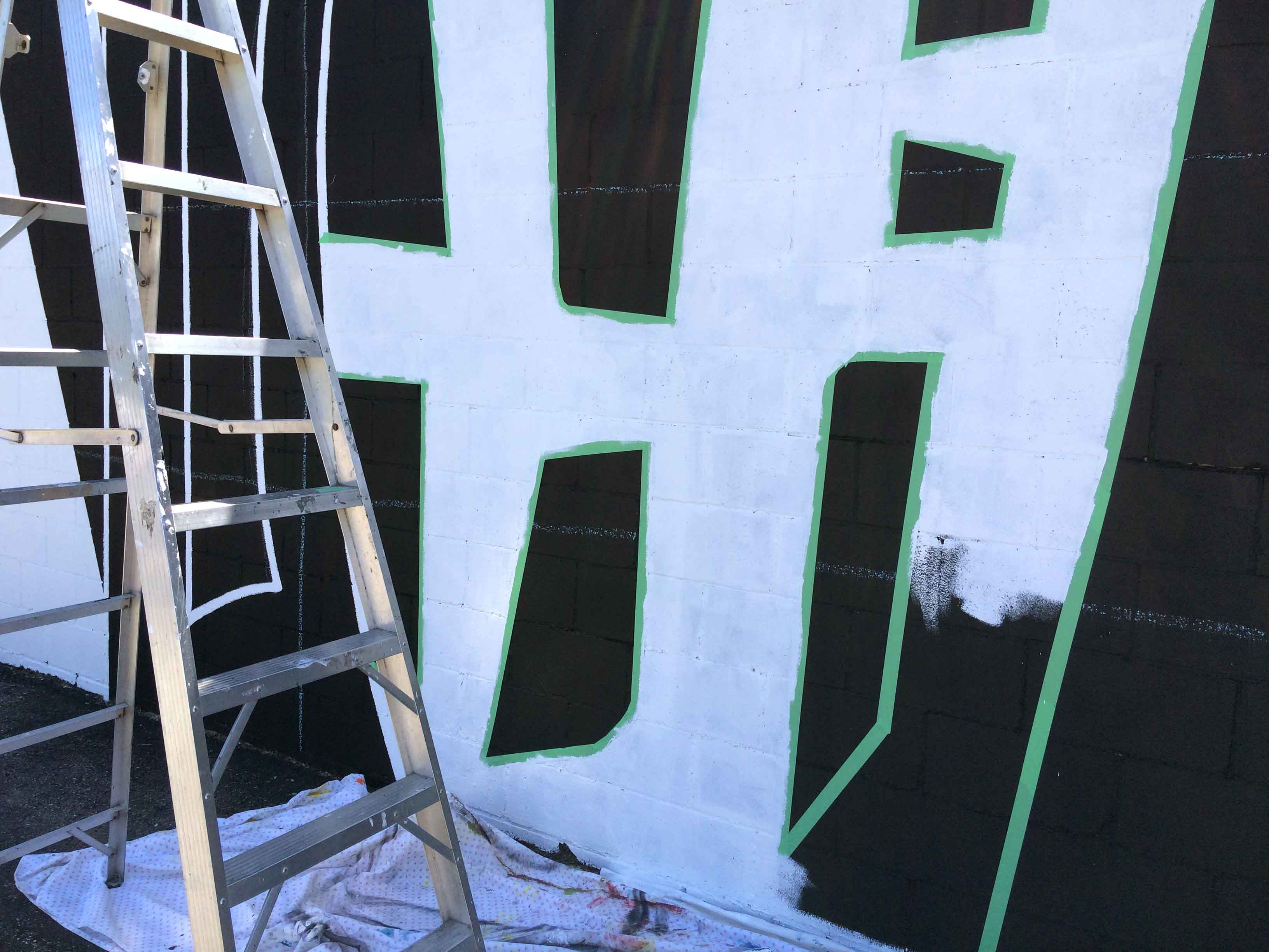 painting-large-white-wall-mural-on-build
