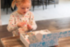 artshine-in-a-box-kid-opening box-art-lesson-at-home