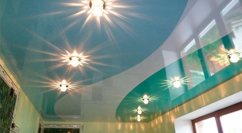 спайка потолков, спайка полотен, двухцветный потолок, многоцветный потолок, игра цветов в потолке