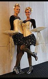 candy girls snoep uitdelen dansen