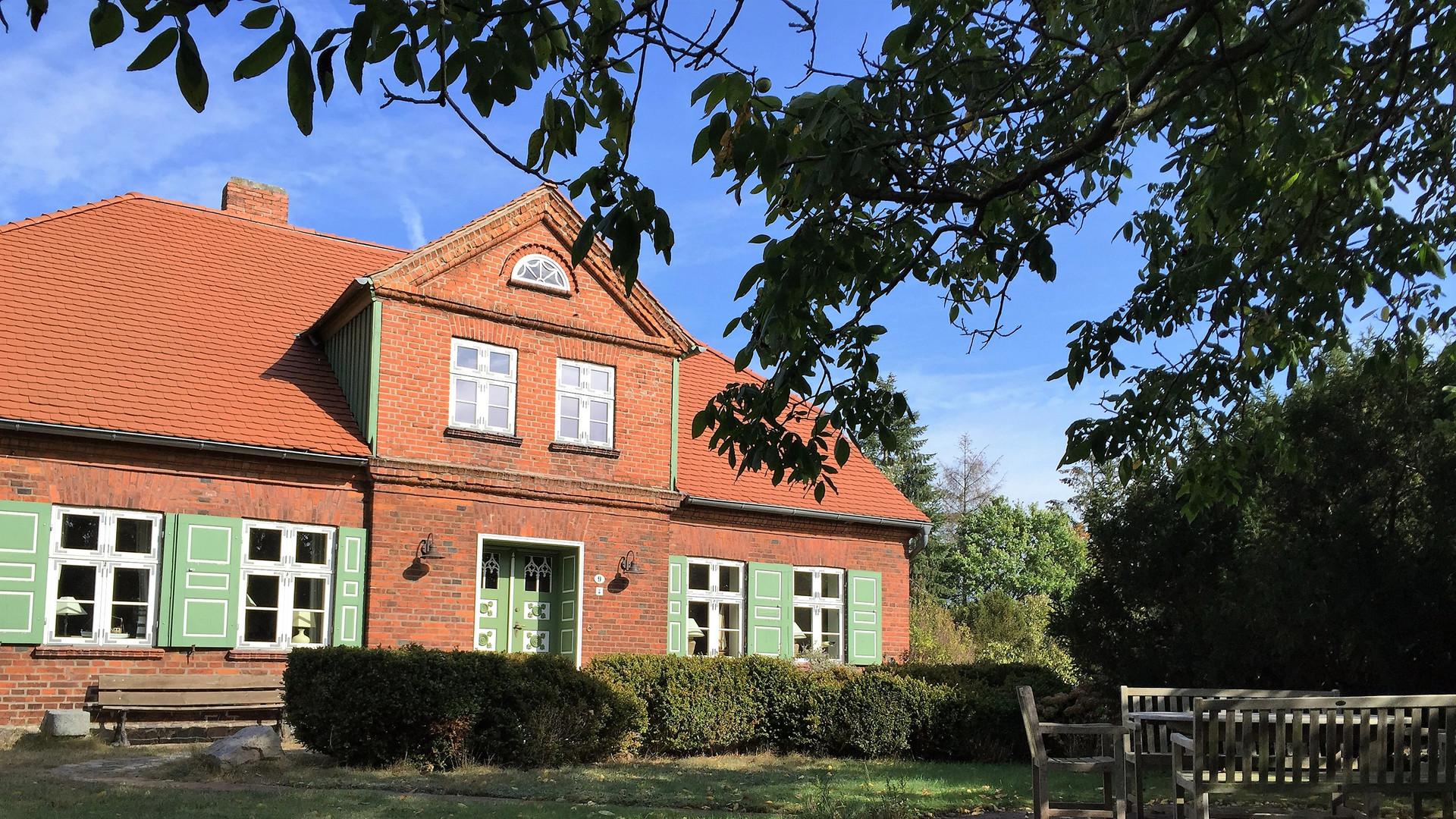 Ansicht_Haus_vorne_Darßer_Kapitänshaus_Wieck
