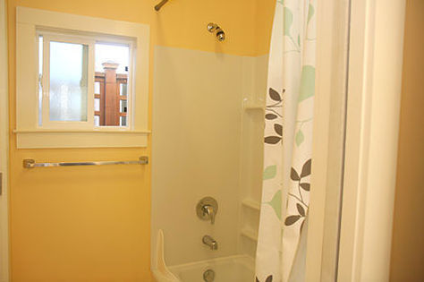 Berkeley Off-Campus Housing - bathroom at Casa Cedar