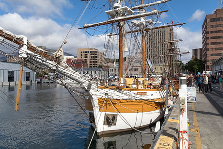 Hobart walking tours cruises day trips.j