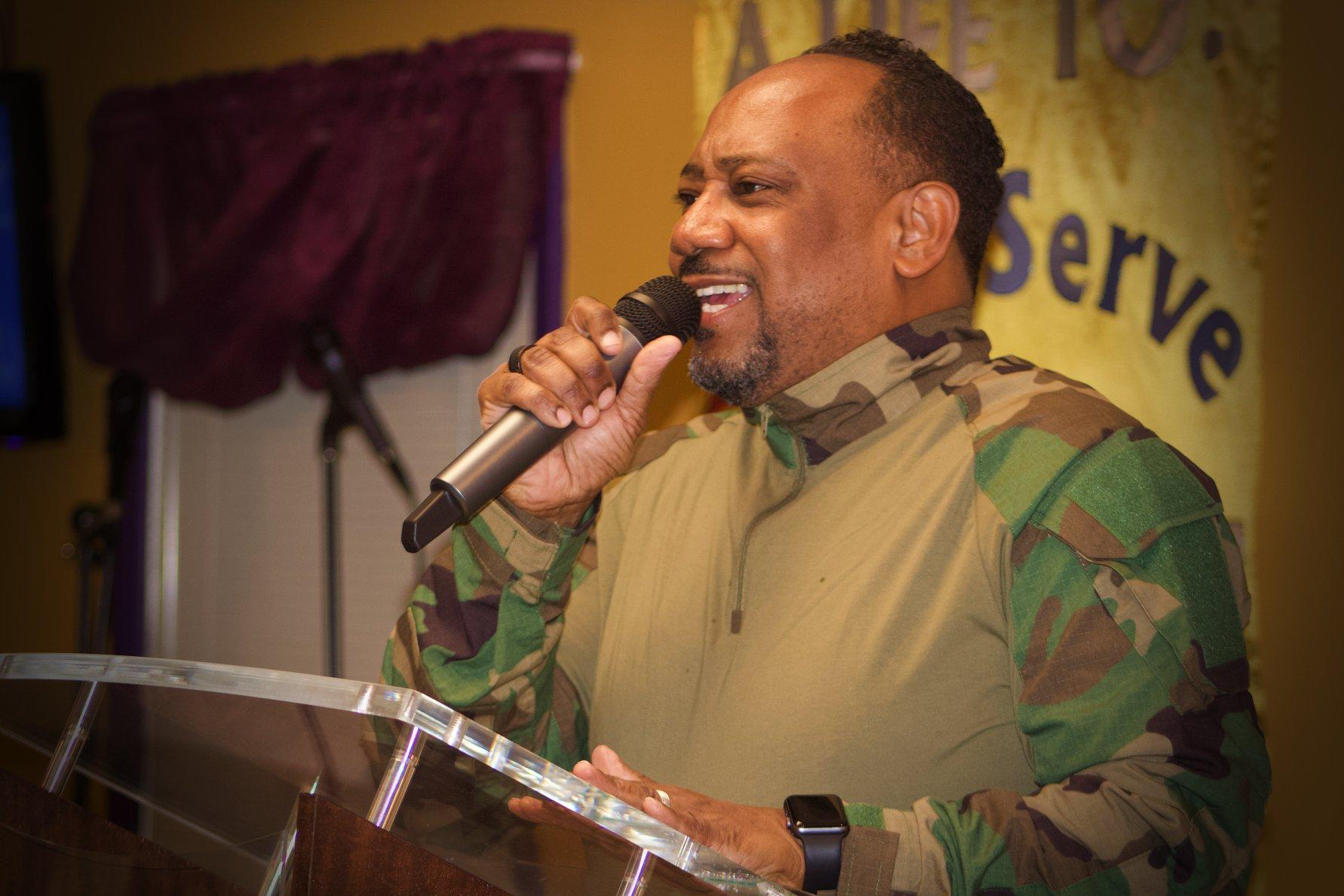 pastor_preaching2