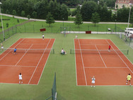 Zwei Tennisplätze