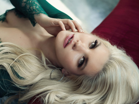 How to boost confidence with boudoir session to achieve success in professional and personal life.